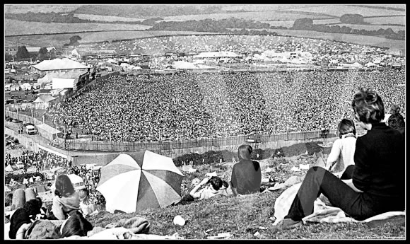 Huge-crowd-at-1970-Isle-of-Wight-Festival-by-Chris-Weston