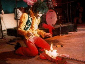 Jimi-hendrix-guitar-on-fire-monterey-live-1967ジミヘン炎